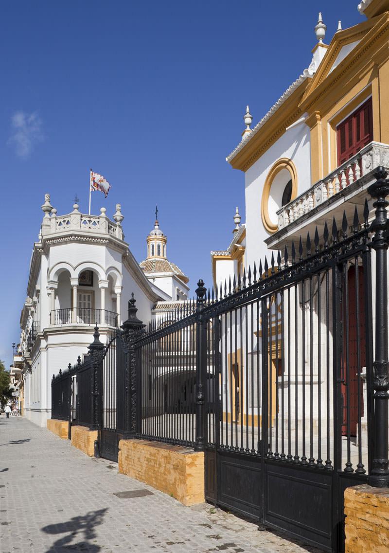 Edificio de la Casa de la Real Maestranza, junto a su Plaza de Toros.