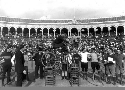 Exhibición ciclista organizada por el Ateneo, 1919.