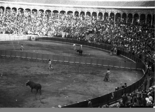 Novillada en plaza partida, 1933.